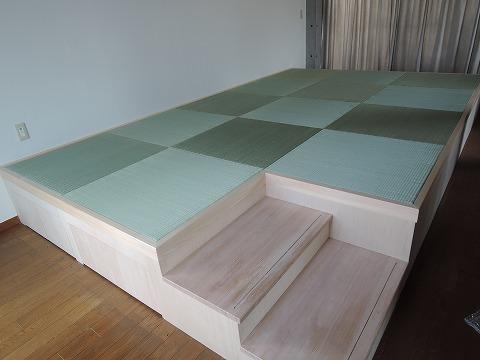 フローリングに琉球畳の小上がりスペース