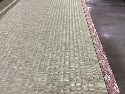 ピンク系の畳の縁