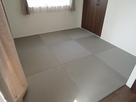 カラー畳(銀鼠色)・縁無し半畳市松敷き 敷き詰め